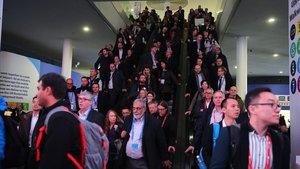Ambiente en el congreso mundial de telefonía móvil, en la Fira Gran Via.
