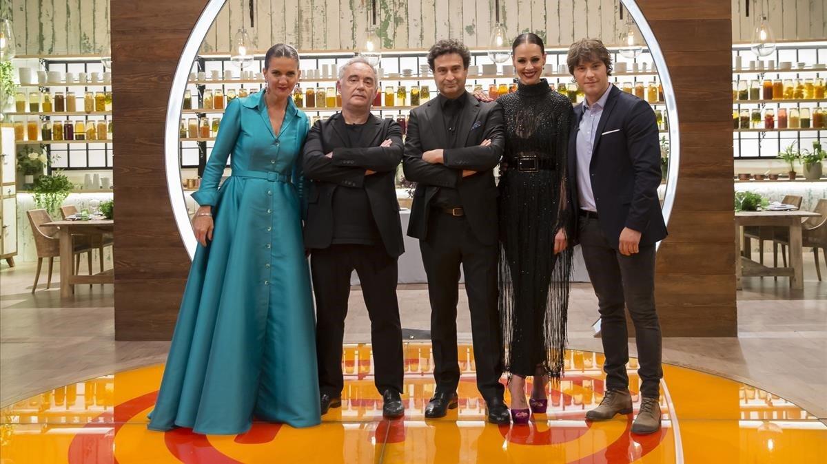 Jurado e invitado. Samantha Vallejo-Nágera, Ferràn Adrià, Pepe Rodríguez, Eva González y Jordi Cruz.