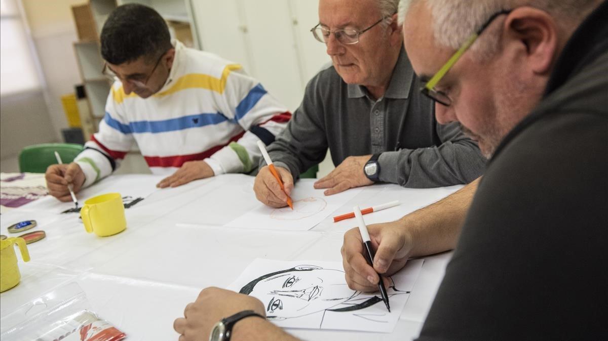 APTITUDES EN ALZA.Asistentes al taller de dibujo organizados por Salut Mental Ponent.