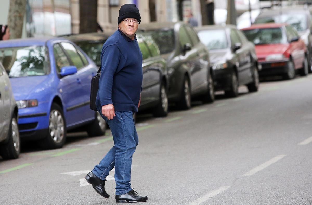 El pederasta confeso de los Maristas, Joaquim Benítez,saliendo de la Audiencia de Barcelona, hace unos meses.