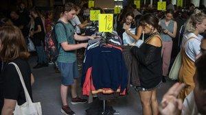 Este mercado (de ropa de segunda mano) es una fiesta