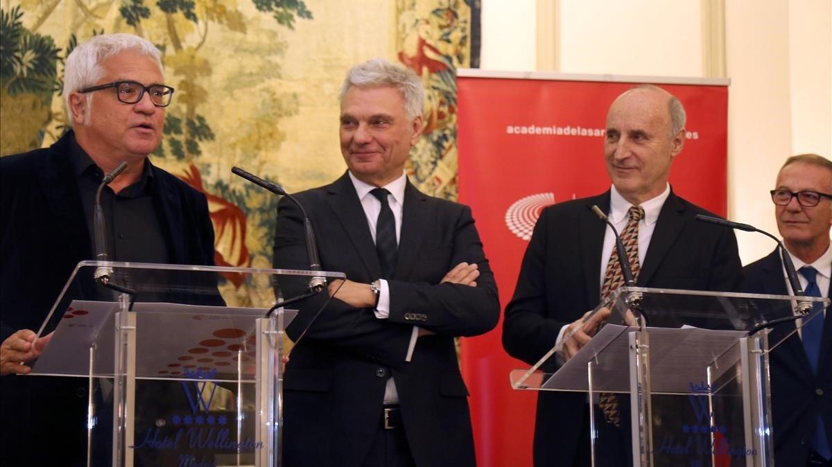 Joan Gràcia (izquierda), Carles Sans y Paco Mir (derecha)en la entrega de la Medalla de Oro de la Academia de las Artes Escénicas,en Madrid.