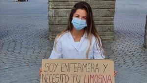 La científica Andrea Gila, que actualmente investiga sobre la composición de la leche materna, protesta contra la precariedad de la ciencia en España.