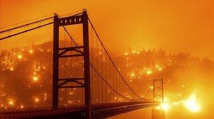 Desenes d'incendis actius causen una enorme devastació a la costa oest dels EUA