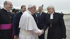 bgasulla36110562 pope francis is welcomed by lutheran archbishop antje jackel161031130653
