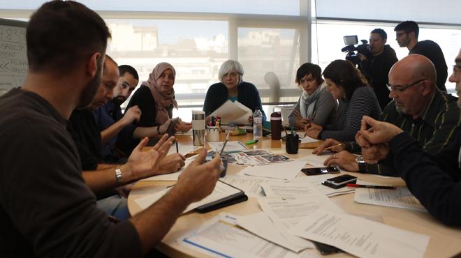 Lalcaldessa de Badalona, Dolors Sabater, treballant a lAjuntament el Dia de la Constitució