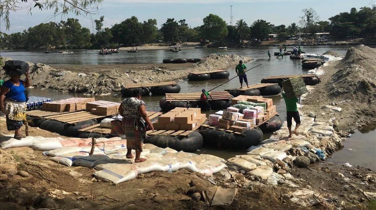 Principal paso clandestino del río Suchiate, vía de entrada a México desde Guatemala, donde los migrantes cruzan a nado o en balsas