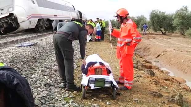 21 heridos, dos de ellos graves, al descarrilar un tren que cubría la ruta Málaga-Sevilla