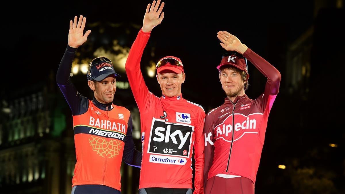 Nibali (izquierda), junto a Froome y el ruso Zakarin en el podio final de la Vuelta 2017, en Madrid.