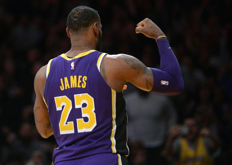Lebron James supera a Michael Jordan y ya suma 32.292 puntos en la NBA f6931592be7