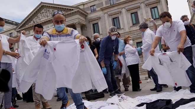 200 chefs, algunos con Estrella Michelin, exigen medidas para el sector.