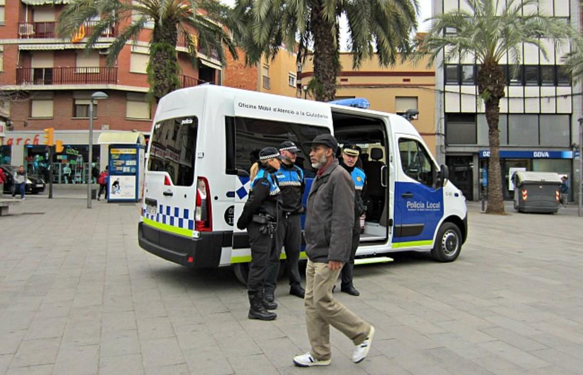 Agentes de la policia local de Santa Coloma de Gramenet.