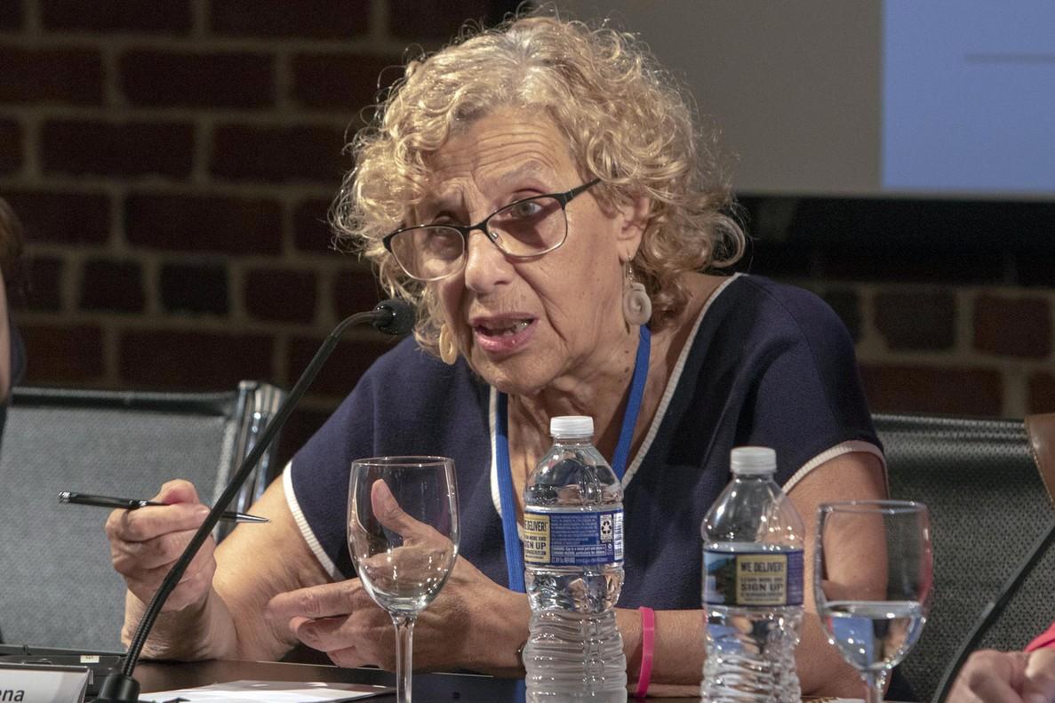 MIA29. NUEVA YORK (NY, EEUU), 17/07/2018.- La alcaldesa de Madrid, Manuela Carmena, habla hoy, martes 17 de julio de 2018, durante su participación en un debate sobre cómo hacer seguras las ciudades para las niñas y adolescentes, en el Instituto Cervantes de Nueva York (EE.UU.). Carmena se encuentra en una visita oficial a Nueva York donde participó en el Foro de Alto Nivel de la ONU sobre Desarrollo Sostenible. EFE/Miguel Rajmil