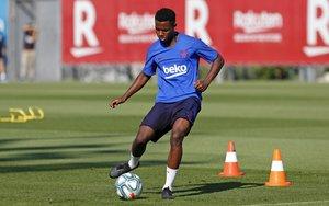Ansu Fati, un juvenil de 16 anys, arriba al Camp Nou