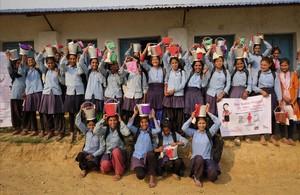 Asistentes al proyecto Rato Baltin, en la localidad de Janalibandali, durante un taller sobre educación sexual.