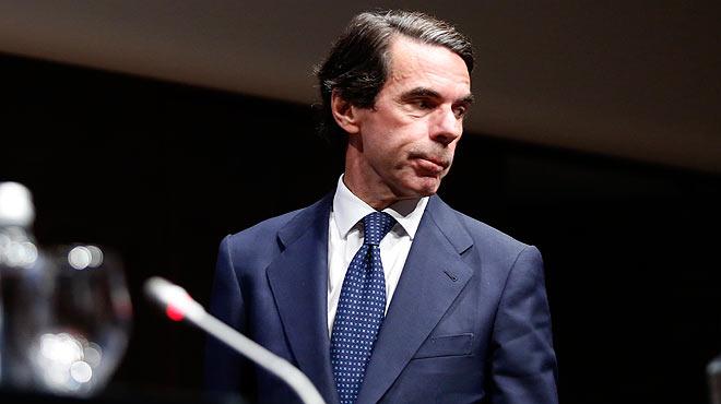 Aznar renuncia a ser presidente de honor del PP.