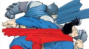 Batman y Superman se enfrentan en una viñeta de El regreso del Caballero Oscuro.