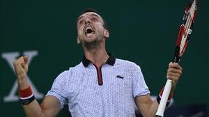 Bautista celebra uno de los puntos ganados ante Djokovic.