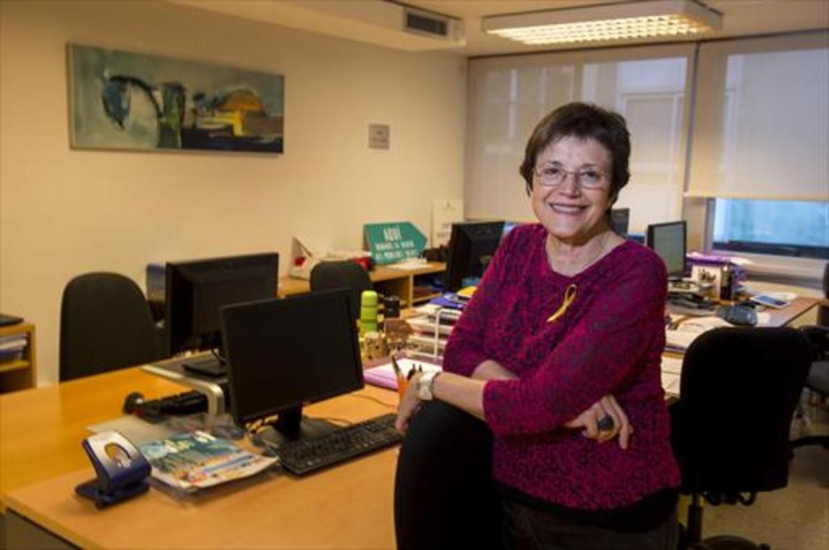 EN EL DESPACHO. Francina Alsina, en la sede de la Taula del Tercer Sector Social.