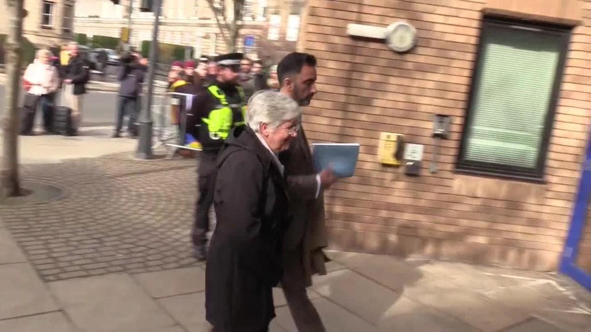 Ponsatí se entregó hoy en una comisaría de Edimburgo, donde fue detenida para responder a la orden europea remitida por la Justicia española.