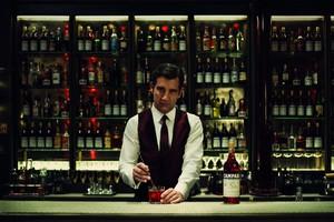 Clive Owen, barman de cine