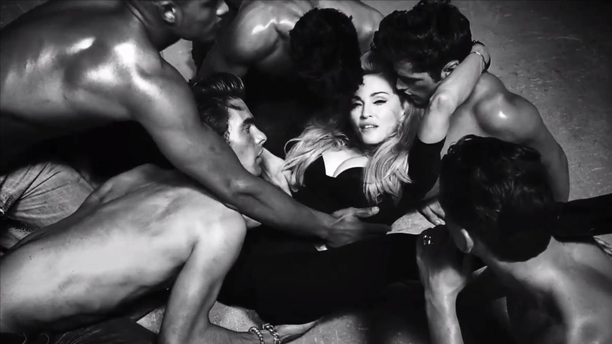 Madonna, en una escena de la provocativa Girl gone wild.
