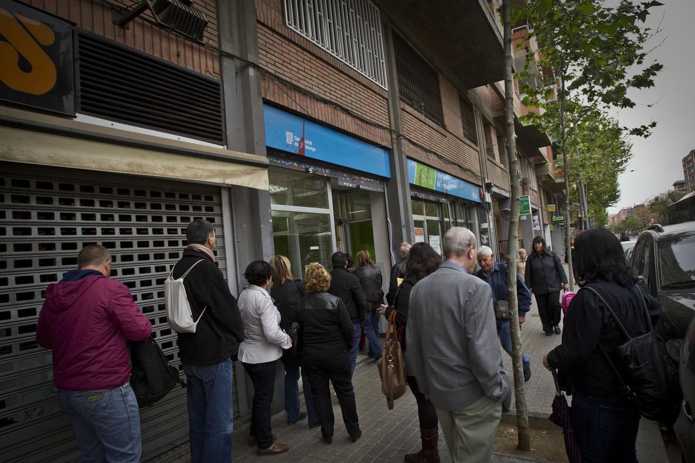 Cola de parados en una oficina de empleo de Barcelona.