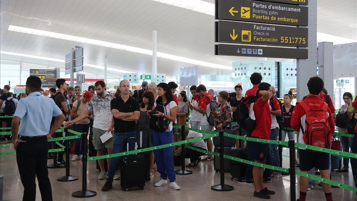 Huelga de trabajadores de Iberia en El Prat este verano