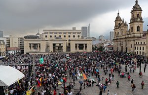 Protestas de maestros en las calles de Colombia.
