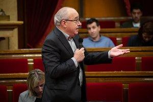12/02/2020 El conseller de Educación de la Generalitat, Josep Bargalló, interviene desde su escaño, durante una sesión plenaria en el Parlament de Cataluña, en Barcelona (Catalunya, España), a 12 de febrero de 2020.