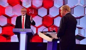 Corbyn(izquierda) y Johnson, durante el debate televisado por la BBC.