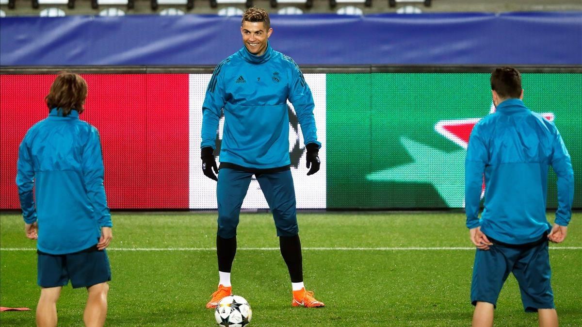 Cristiano Ronaldo, durante el entrenamiento del Madrid en el Parque de los Príncipes.