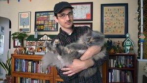El dibujante Nick Drnaso, autor de Sabrina, en su casa de Chicago.