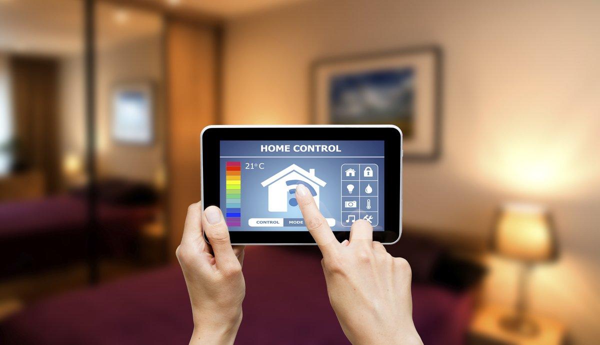 Sistema de control remoto para el hogar en una tablet.