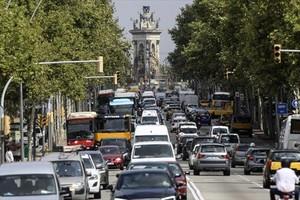 Embotellamiento de tráfico en la Gran Via barcelonesa.