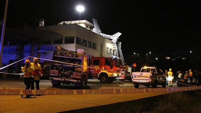 Fallecen dos alemanes al estrellarse una avioneta Cessna que aterrizaba en Sabadell.