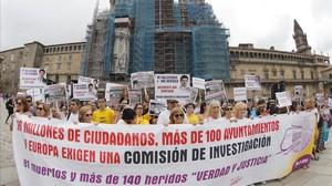 Familiares y víctimas del trágico accidente del Alvia 04155 ocurrido en Angroisen las cercanias de Santiago de Compostela.