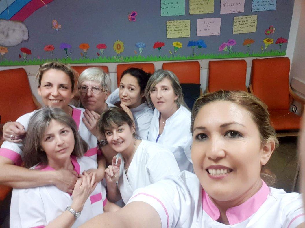 'Selfie' de las trabajadoras de la residencia de Terrassa, confinadas con los ancianos desde marzo.