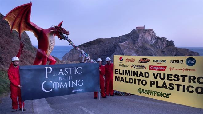 La acción pretende conseguir que las marcas reduzcan el uso del plástico