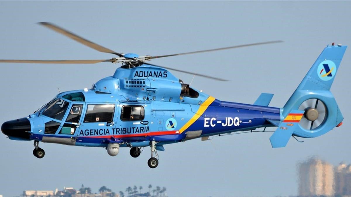 Imagen de un helicóptero modelo Dauphin de la Agencia Tributaria, adscrito al servicio de Vigilancia Aduanera.