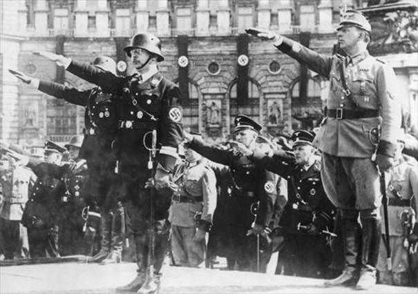 Himmler, durante un desfile nazi el 15 de marzo de 1938 para celebrar el 'Anschluss', o sea la incorporación de Austria a Alemania.