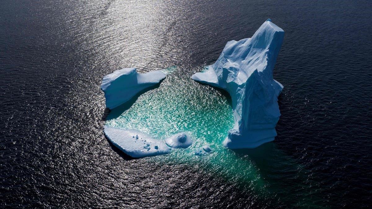 Un iceberg flotando en Bonavista Bayin Newfoundland en Canadá.