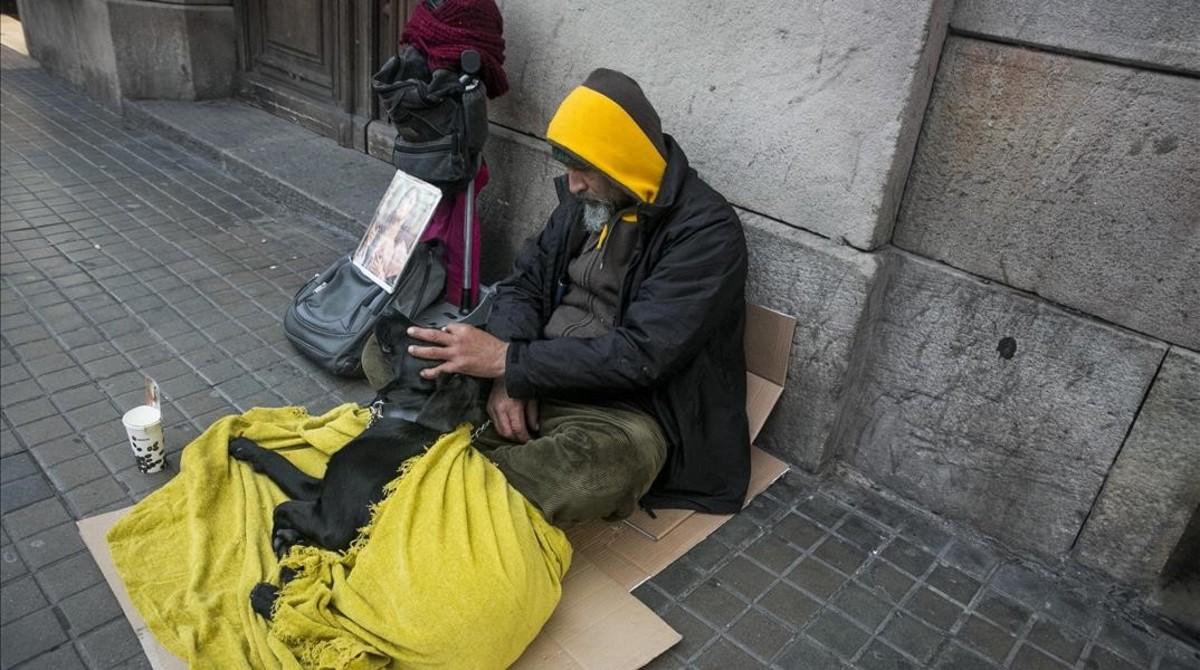 Sintecho en una calle de Barcelona.
