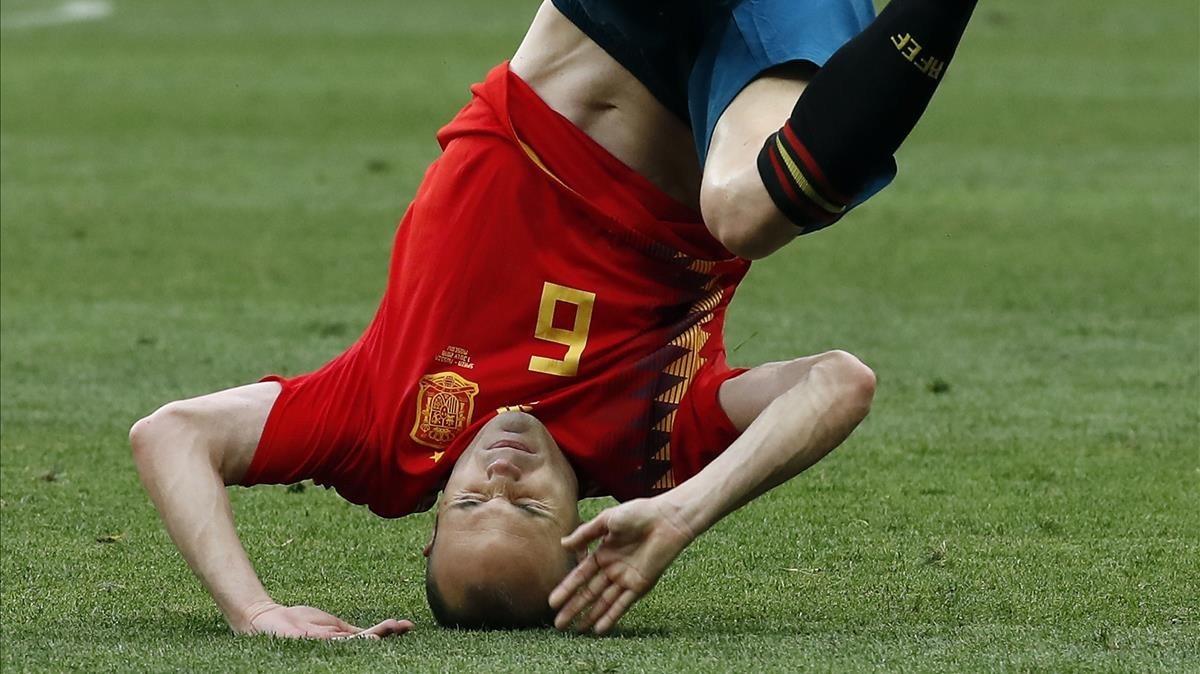 Iniesta en una acción del partido España-Rusia