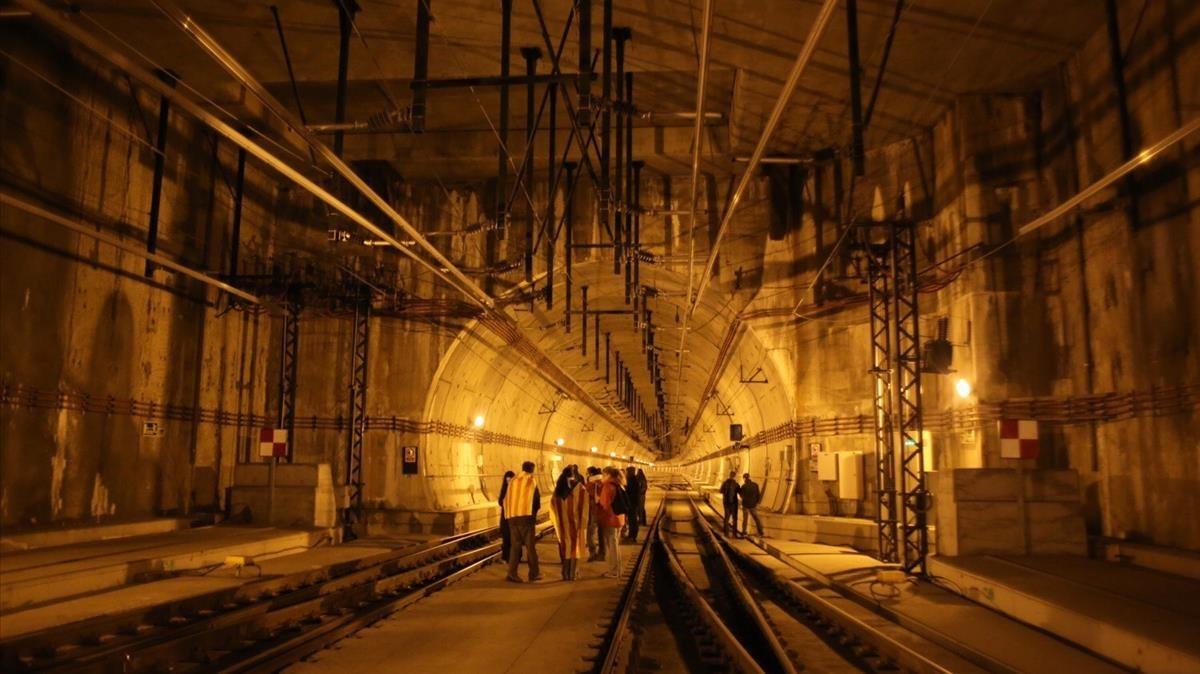 Interior de los túneles de la estación del AVE en Girona.