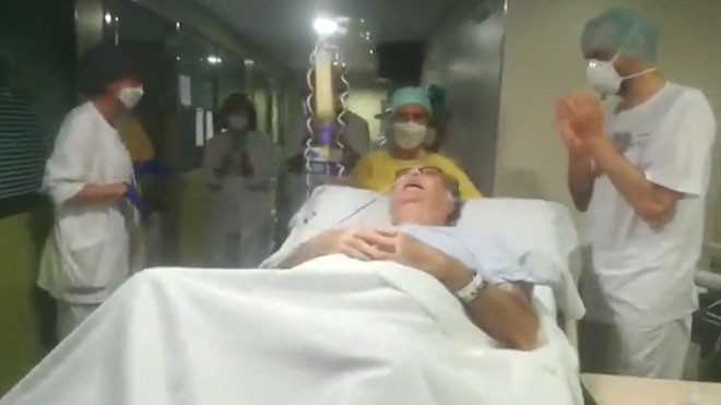 Un pacient de 68 anys surt de l'uci després de 75 dies intubat