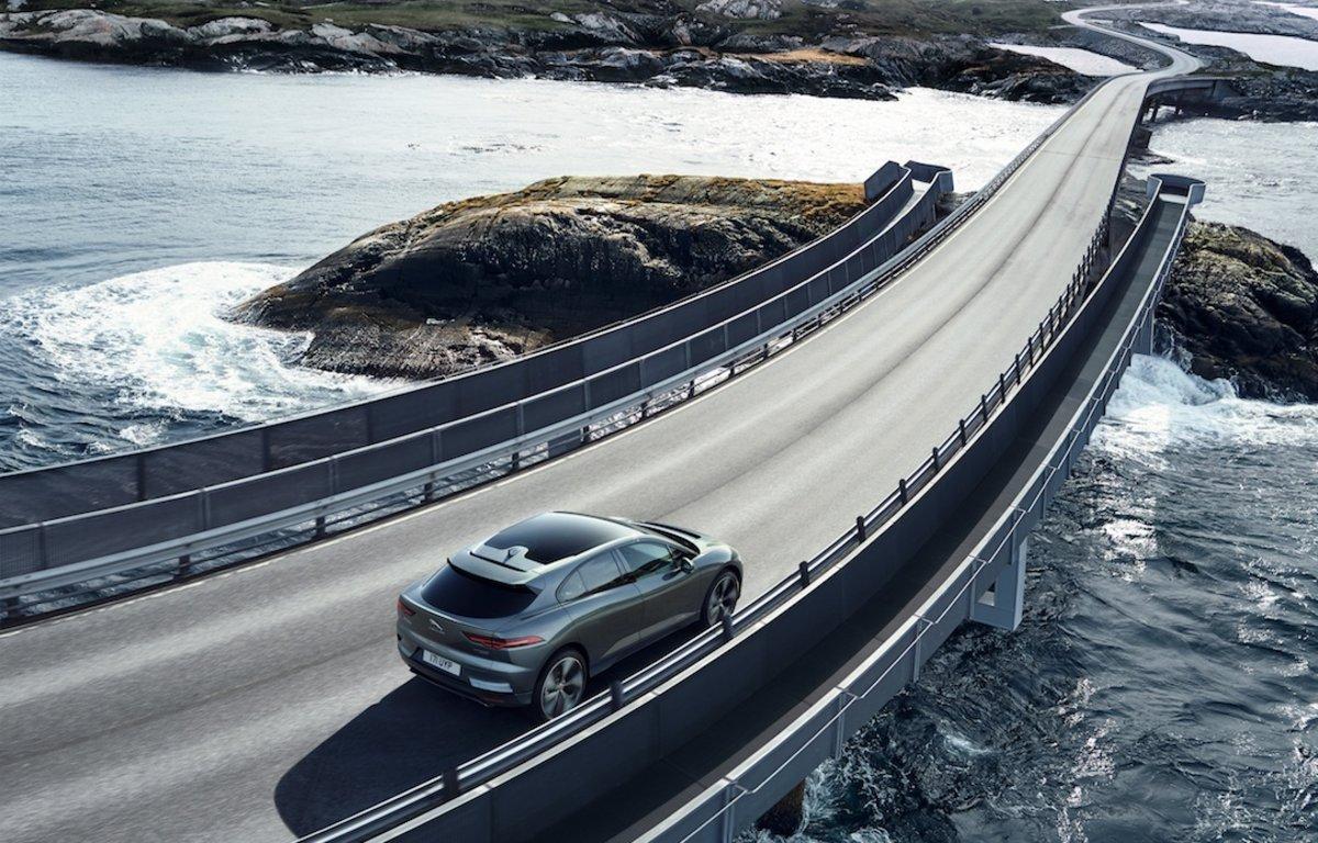 Automóvil de la marca Jaguar con motor diésel de última generación.