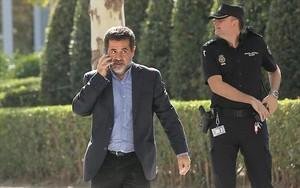 Jordi Sànchez se dirige a la Audiencia Nacional, el 16 de octubre.