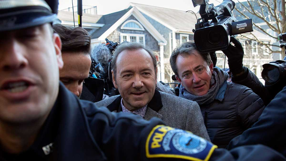 El actor Kevin Spacey comparece ante tribunales por denuncia de abuso sexual