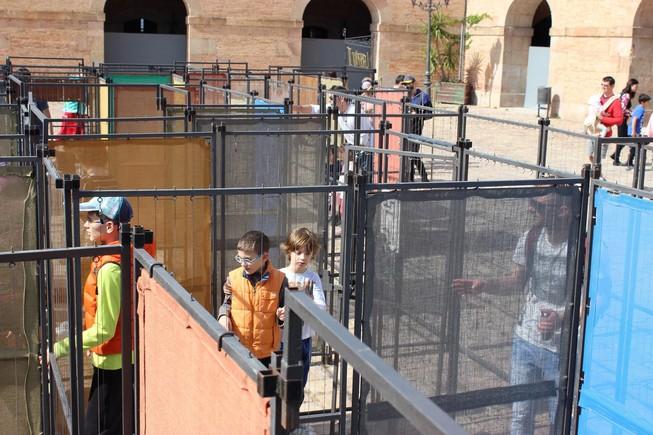 Un laberinto gigante con pruebas de ingenio es la propuesta semanal del castillo de Montjuïc, que monta actividades gratuitas la tarde del domingo.